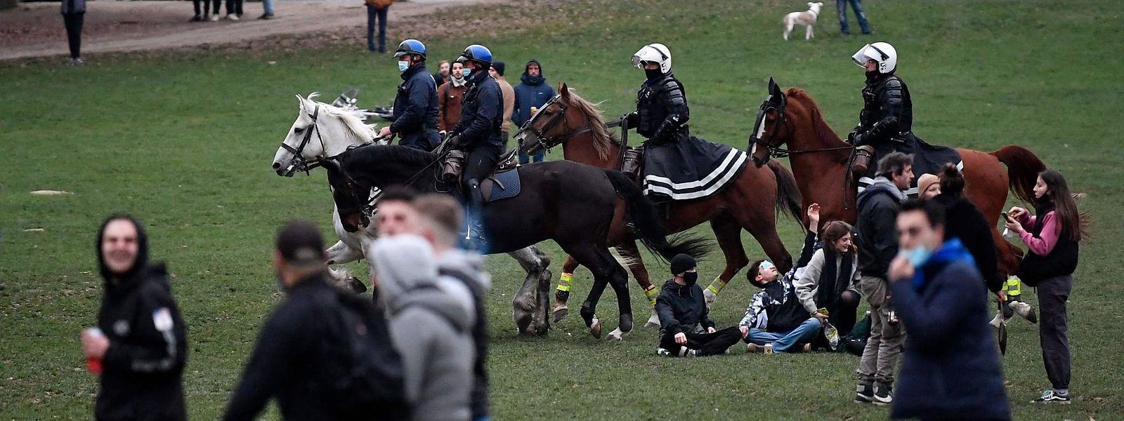 Les récents affrontements à Bruxelles, au bois de la Cambre, ont marqué un pas dans le refus des règles sanitaires.