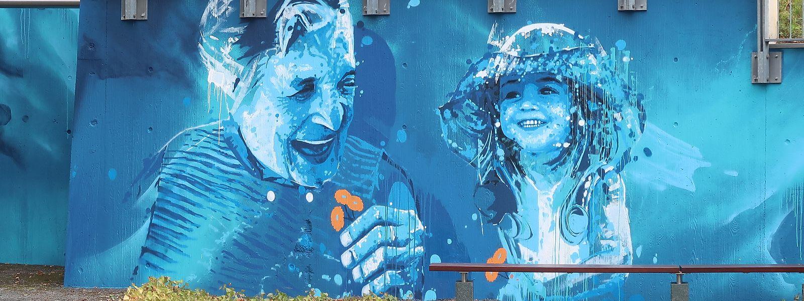 Das Graffiti-Gemälde der beiden Künstler Raphaël Gindt und Daniel Mac Lloyd bildet das Highlight des neuen Achtsamkeitswegs und soll eine positive und generationsübergreifende Botschaft vermitteln.