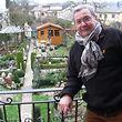Piero Dimola vor seinem eigenen Stückchen Paradies.