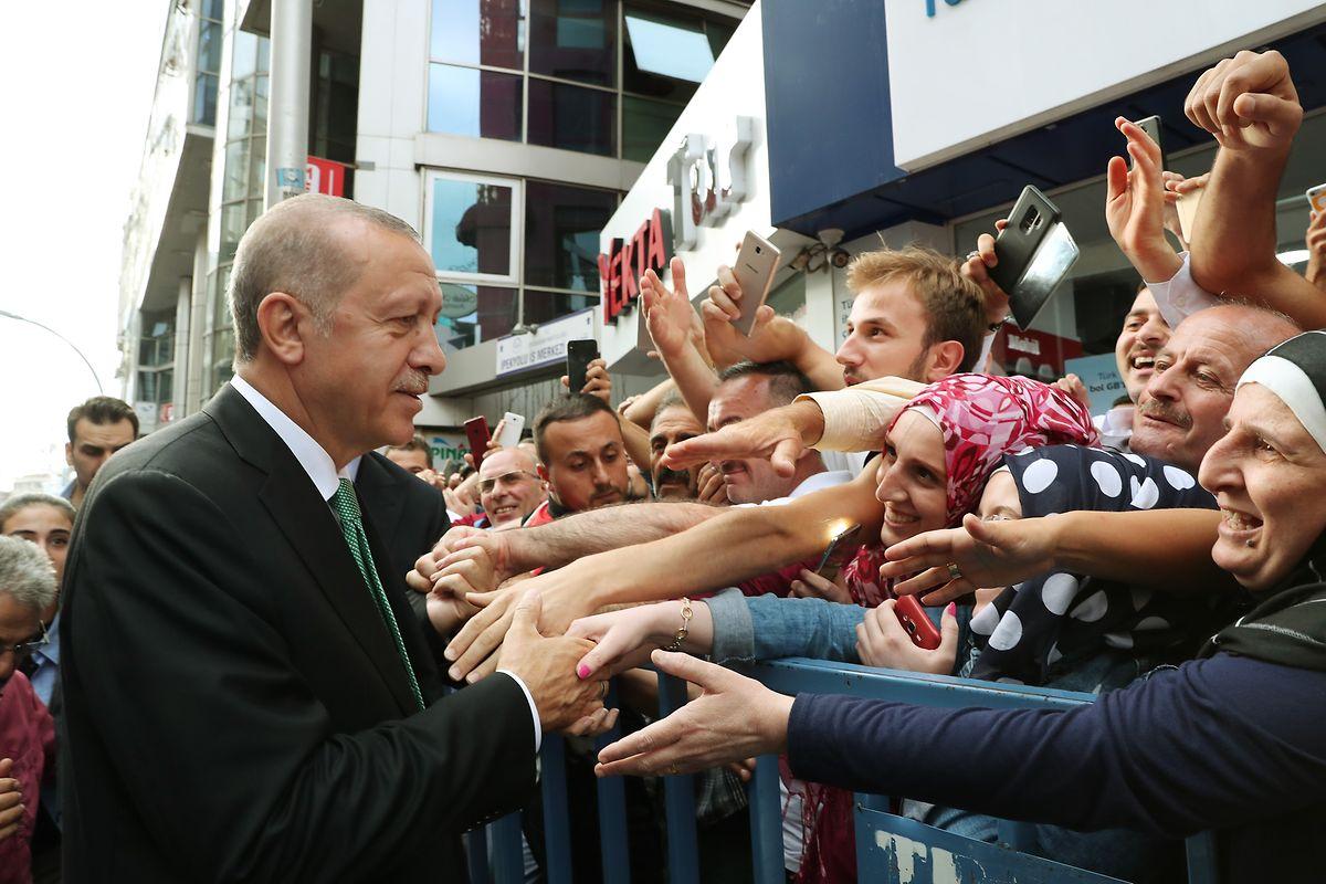 Der scharfe Ton von Erdogan kommt bei der Bevölkerung gut an.