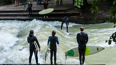Citysurfer: Am berühmten Eisbach kann man den Surfern beim Wellenreiten zuschauen.