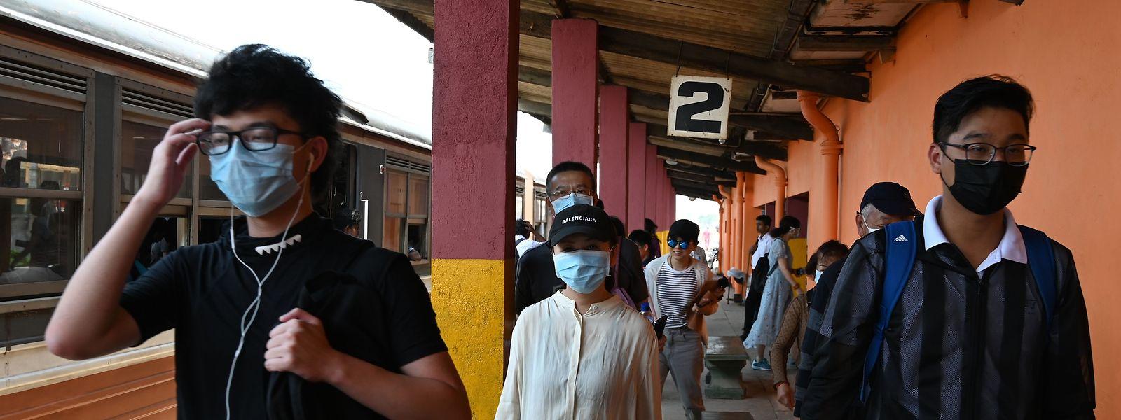 Près de 2.000 trains inter-provinciaux ont été annulés à travers toute la Chine.