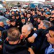 O momento da agressão a Kemal Kilicdaroglu.