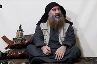 HANDOUT - 29.04.2019, ---: Der Screenshot eines undatierten Videos, das am 29.04.2019 über Al-Furkan, einen Medienkanal der IS, verbreitet wurde, zeigt den Anführer der IS-Terrormiliz Abu Bakr al-Bagdadi. Foto: ---/Al-Furkan  /dpa +++ dpa-Bildfunk +++