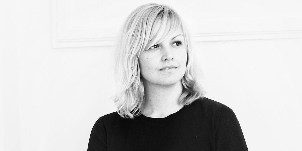 Karin Gustafsson (42) studierte nach einer Schneiderlehre in Stockholm Modedesign in England. Heute lebt und arbeitet sie in London.