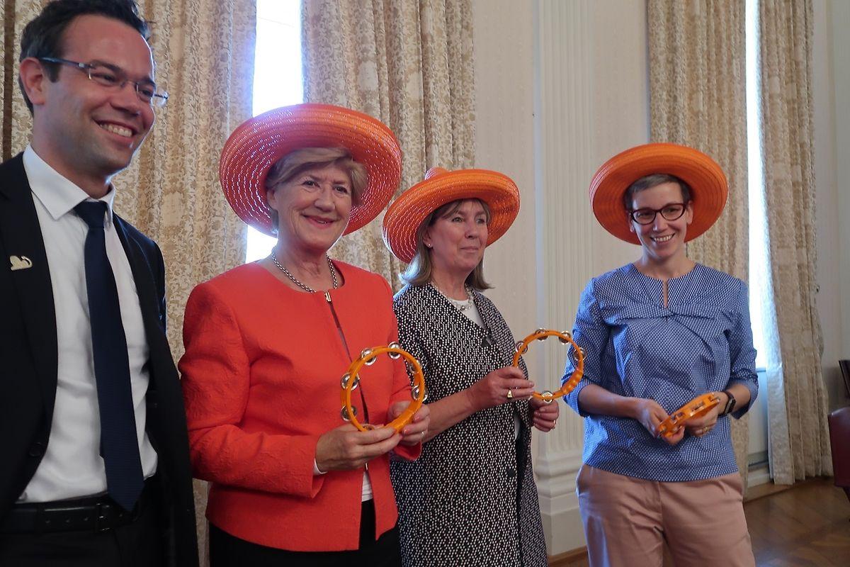 Une ambiance sud-américaine pourrait souffler sur le marathon cette année. Le sponsor a remis, lors de la conférence de présentation, un joli sombrero à la bourgmestre, Lydie Polfer, et à ses deux échevines, Simone Beissel (à gauche) et Sam Tanson (à droite).