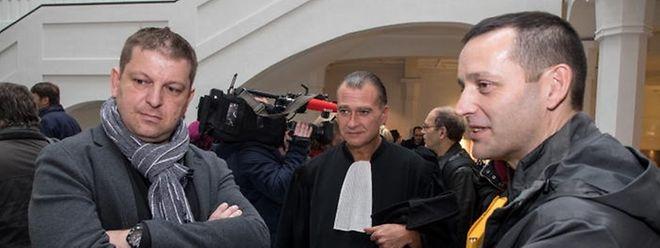 Raphaël Halet (deuxième source de Luxleaks), son avocat Bernard Colin et Edouard Perrin (journaliste France 2) à la sortie des plaidoiries de cassation le 23 novembre dernier