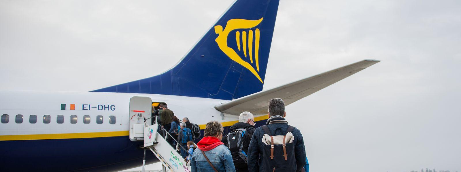 """Die irische Fluggesellschaft Ryanair rechnet mit mehr Fluggästen - das Geschäftsergebnis für dieses Jahr wird allenfalls """"null"""" sein."""