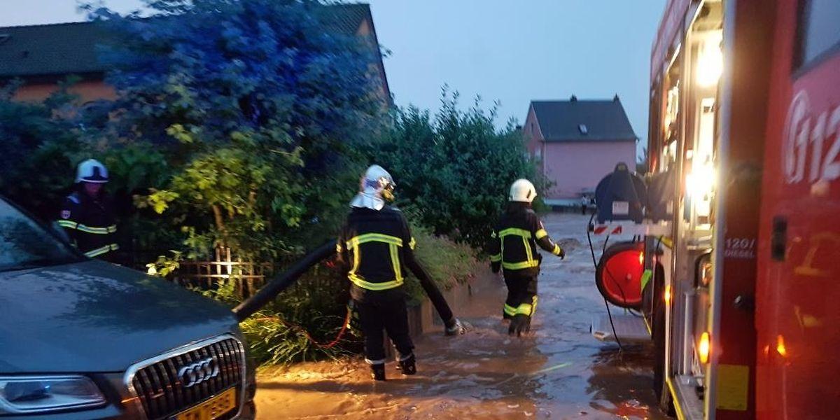 In Bissen floss das Wasser wie ein Sturzbach durch die Rue de la Chapelle.