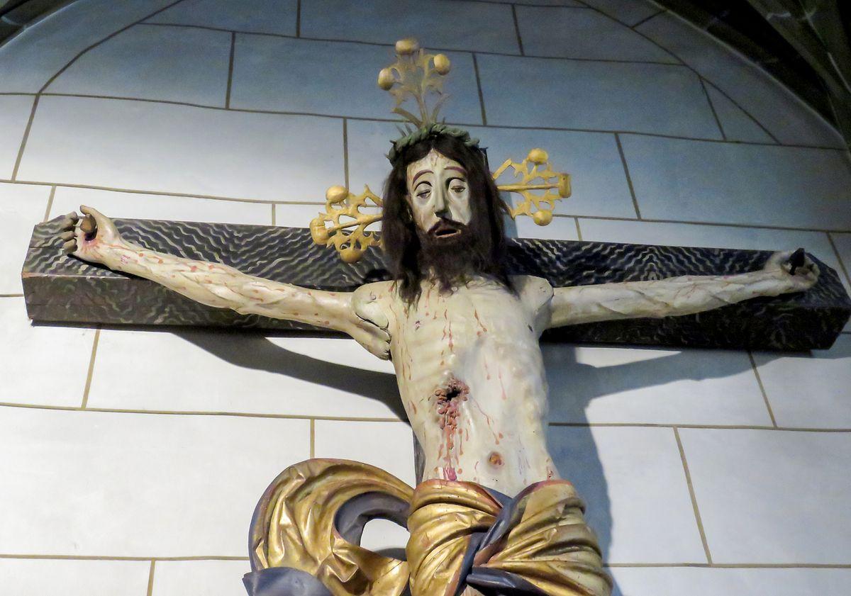 Das hölzerne Kruzifix in der Stadtkirche ist nicht nur klappbar, sondern auch mit einem geheimen Hohlraum ausgestattet, der mit Tierblut gefüllt werden konnte.