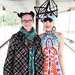 Miranda Konstantinidou (l.) mit Model und Fashion-Show-Managerin Jessica Minh Anh.
