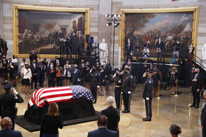 Weggefährten erweisen dem demokratischen Kongressabgeordneten und Bürgerrechtler John Lewis die letzte Ehre, der während zwei Tagen im Kuppelsaal des Kapitols in Washington aufgebahrt ist.