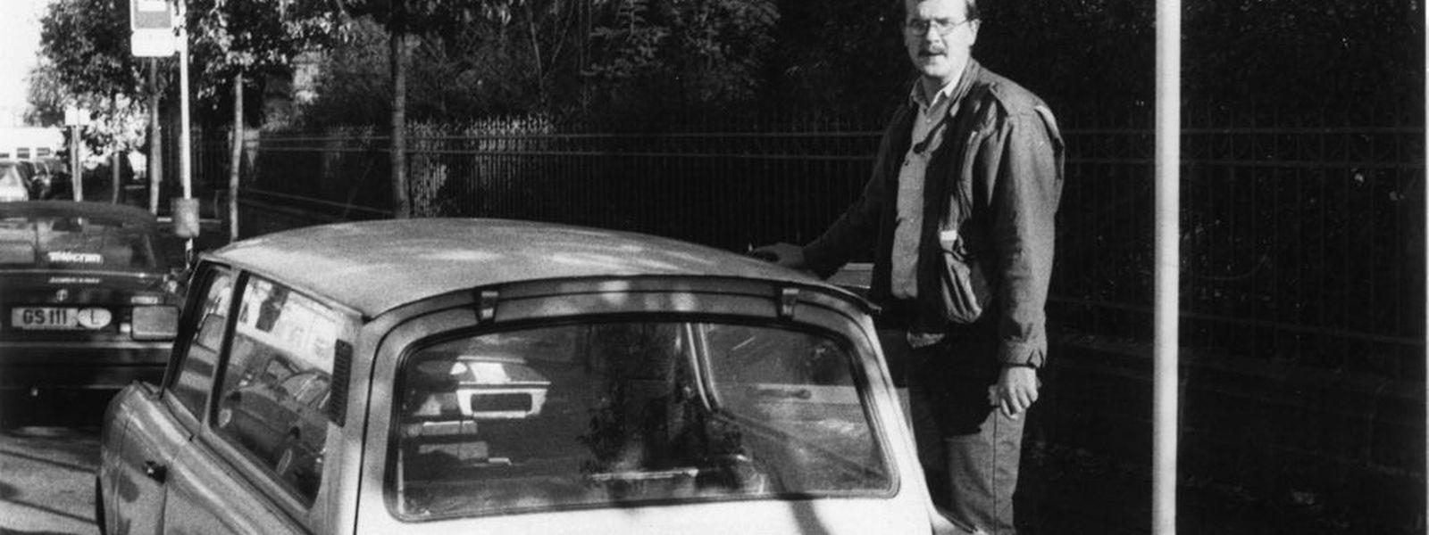Andreas Holz vor seinem Trabi, der damit vor 25 Jahren nach Luxemburg gereist war.
