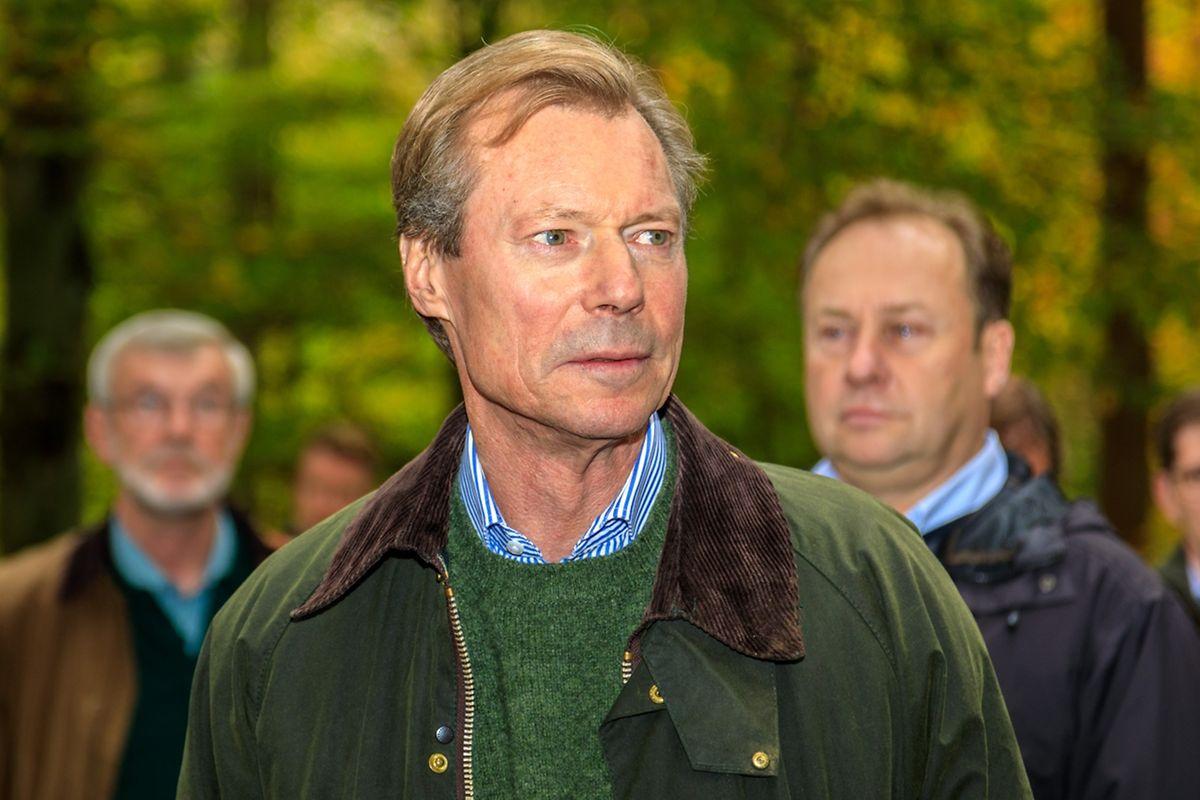 Großherzog Henri auf einem Streifzug durch das Naturschutzgebiet Finsterthal und seine Schätze.