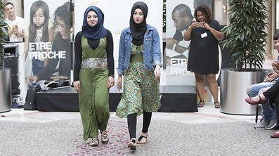 """Défilé de mode """" Couture et Culture """" / Foto: Steve EASTWOOD"""