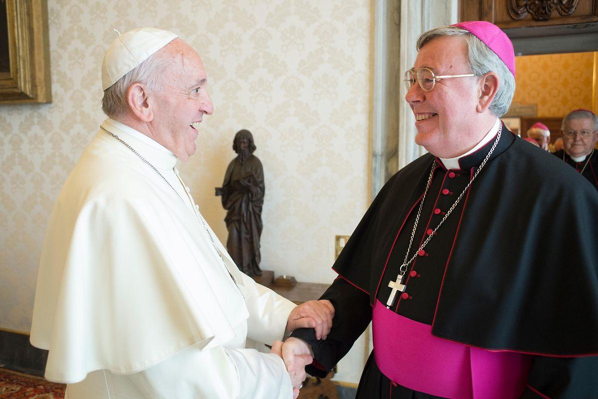 Jean-Claude Hollerich com o Papa Francisco.