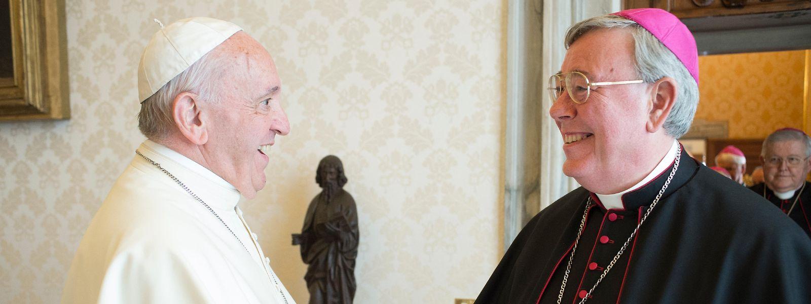 Papst Franziskus und Erzbischof Jean-Claude Hollerich.