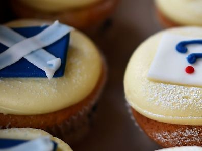 'Referendum cupcakes' featuring a Scottish Saltire, a Union jack flag and a question mark symbolising the 'undecided voter'