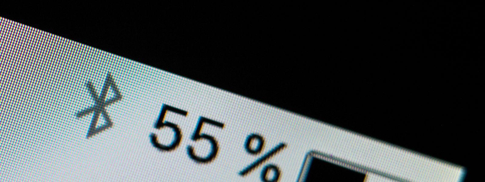 Das Bluetooth-Zeichen taucht oben im Handydisplay auf, sobald das Funkmodul aktiviert wird.