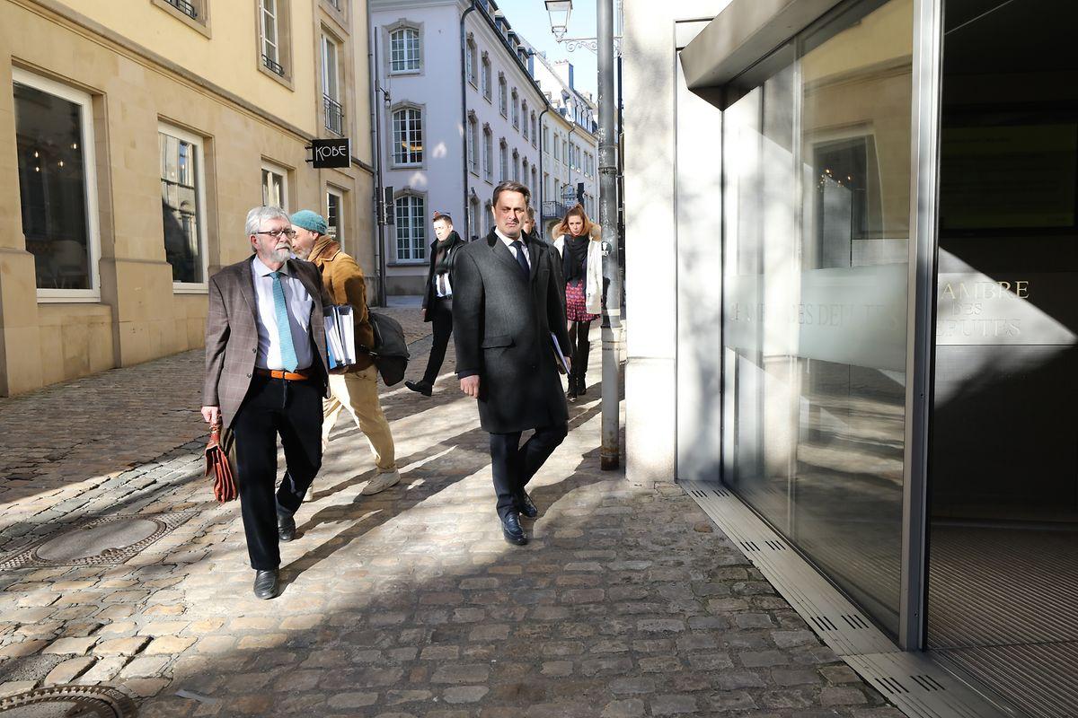 Premier Bettel und Jeannot Waringo informierten am Mittwoch die Mitglieder des Verfassungsausschusses.