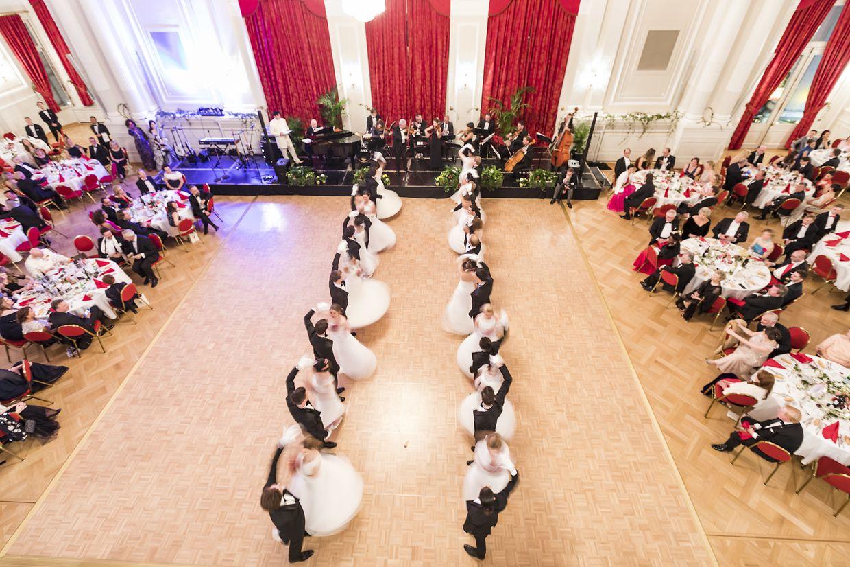 """Das Motto des Events lautete in diesem Jahr """"Danse avec 'Les roses de la nuit'""""."""