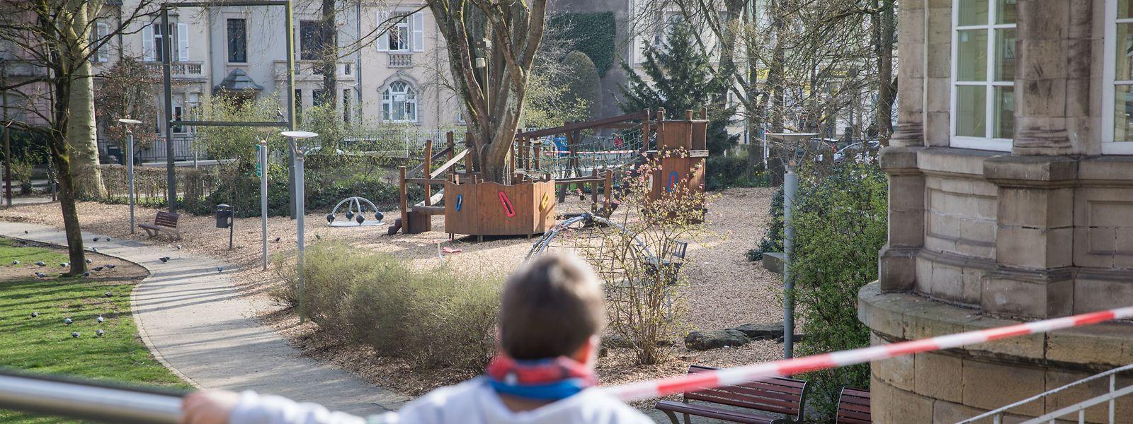 Eine Petition fordert die Wiedereröffnung der Spielplätze für Kinder.