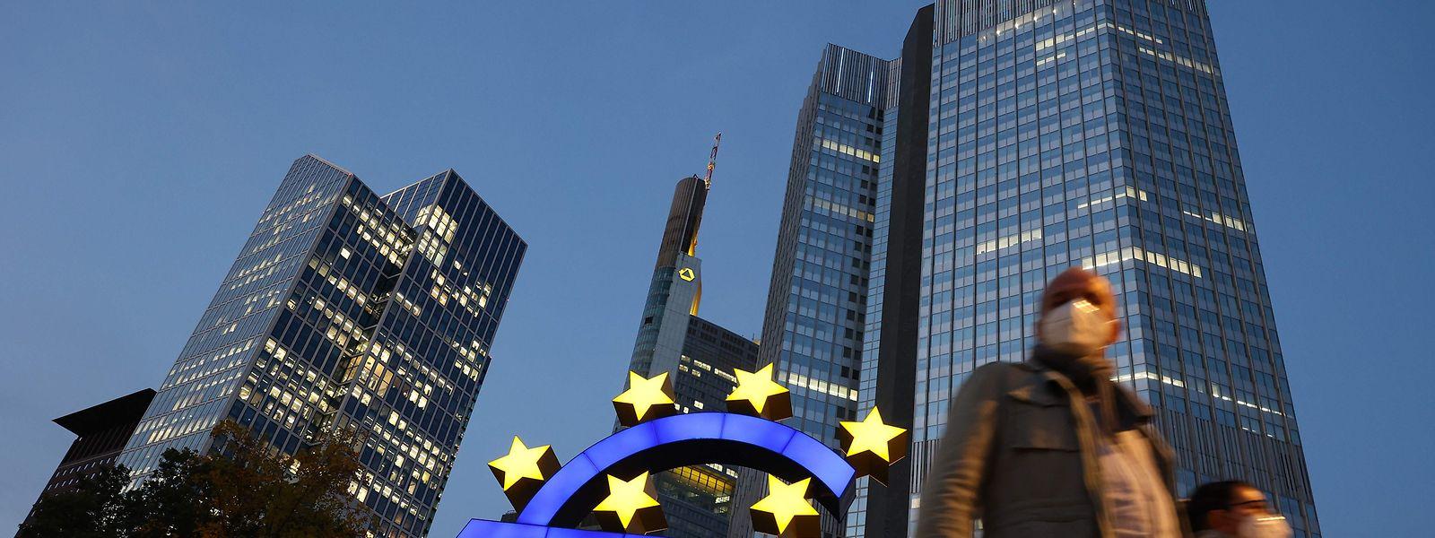 Nach fast zwei Jahrzehnten gibt sich die Europäische Zentralbank neue Leitlinien bei ihrer Geschäftspolitik.