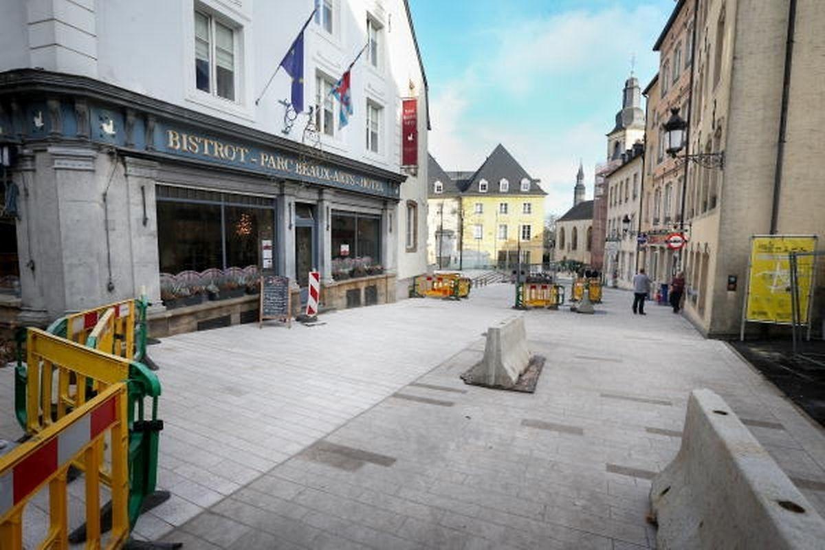 """Wie auf dem """"Fëschmaart"""" wird auch in den Straßen rund um den """"Royal-Hamilius""""-Neubau ein heller Granitstein verlegt."""