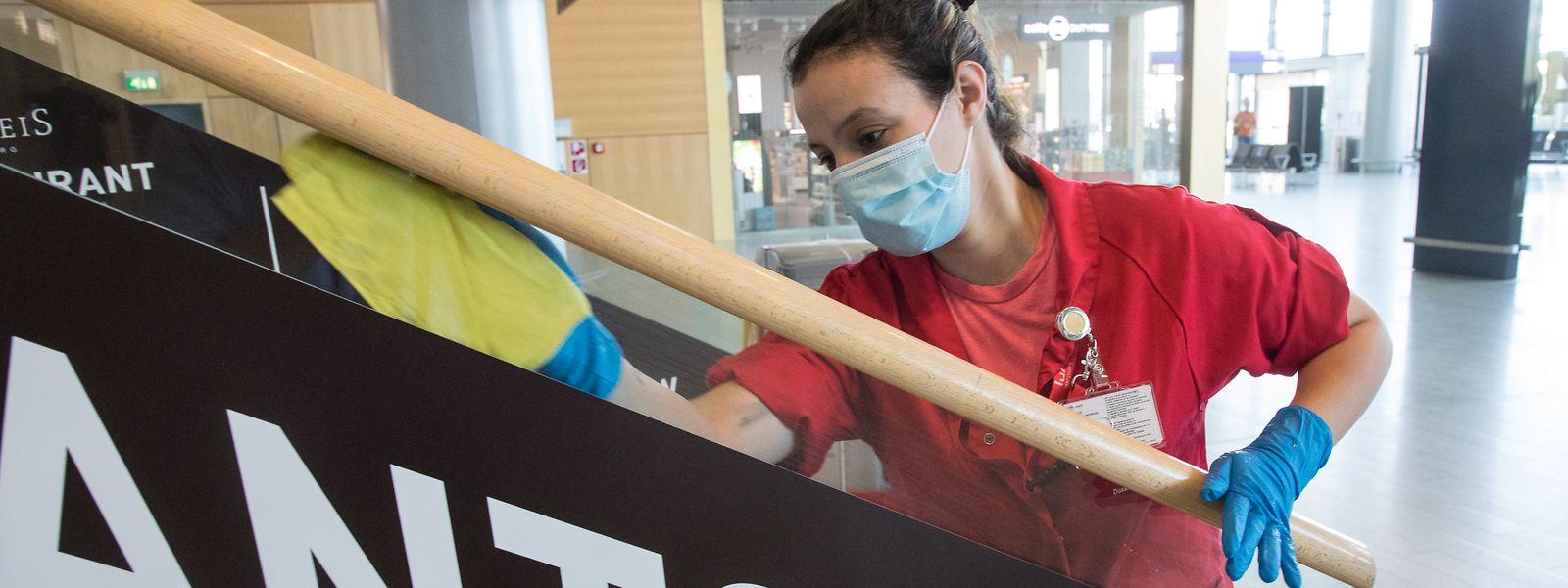 Des mesures de désinfection particulières sont prises depuis la réouverture du Findel, fin mai.