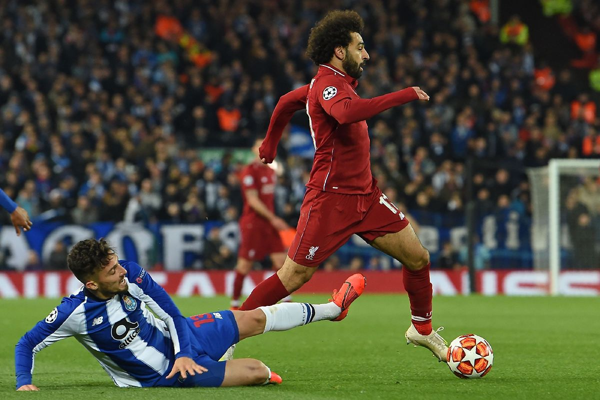 Alex Telles quer travar Mohamed Salah e o Liverpool esta noite no estádio do Dragão.