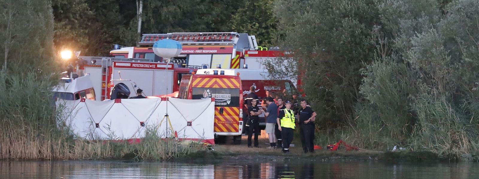 Am Tag des Unglücks besuchten mehr als 3000 Menschen den Baggerweiher. Keiner von ihnen griff zum Handy und rief die Rettungsdienste an.