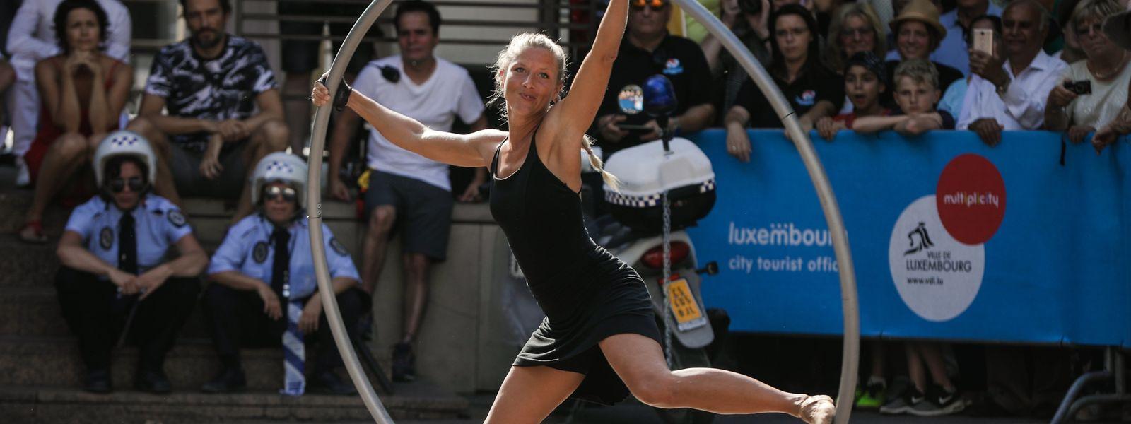 Akrobatik, musikalische Darbietungen und Showeinlagen ziehen die Besucher in ihren Bann.