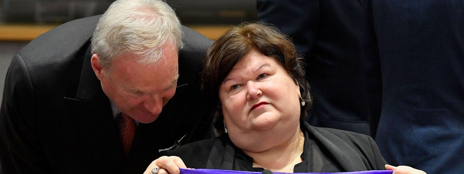 La ministre de la Santé, Maggie De Block, fait plus la Une de l'actualité que les deux formateurs.