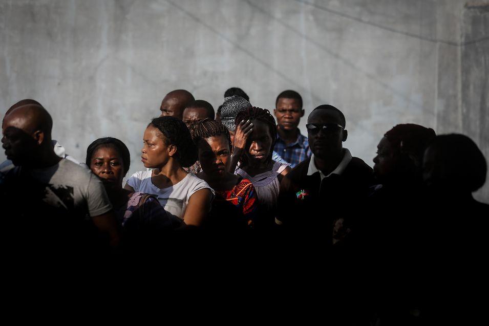 Populares esperaram para exercer o seu direito de voto nas Eleições Legislativas e Autárquicas, em Malabo