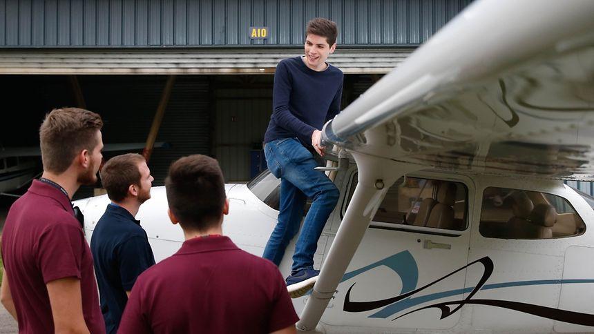 """Die """"Young Pilots"""" wollen jungen Menschen den Zugang zur Fliegerei erleichtern."""
