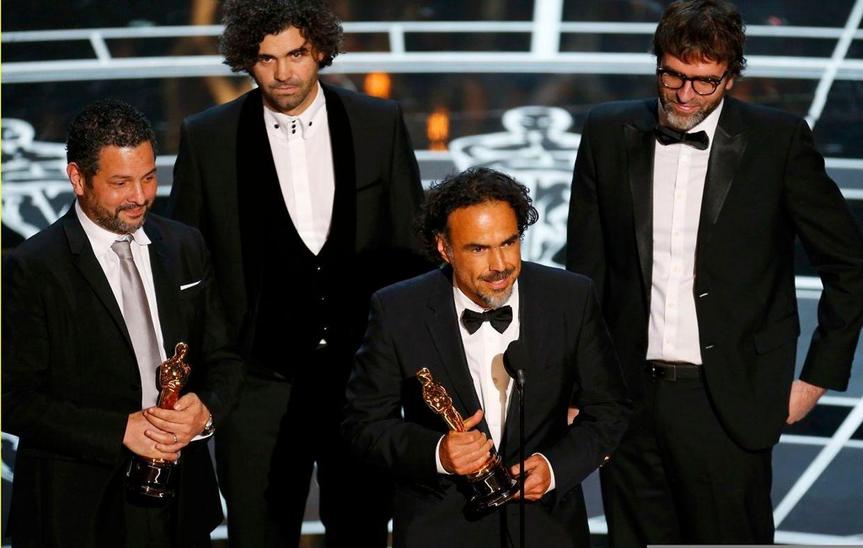 """Regisseur Alejandro G. Iñárritu freut sich über den Oscar für """"Birdman"""". Insgesamt erhielt der Film vier Auszeichnungen."""