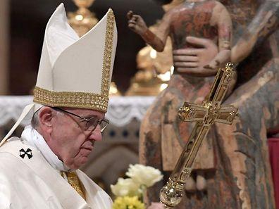 Der Papst warnt in einem Interview vor frühen Verurteilungen.