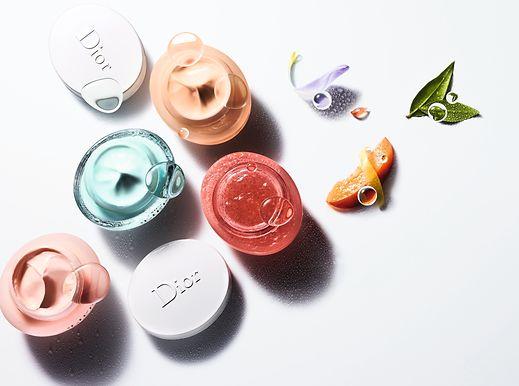 """Edouard Mauvais-Jarvis weiß um die Qualitäten der acht neuen """"Hydra Life""""-Produkte, darunter die """"Fresh Hydration Sorbet Cream"""", die """"Glow Better Fresh Jelly Mask"""" und der """"Lotion to Foam Fresh Cleanser"""". Die früheren Produkte der Linie sollen nach und nach ersetzt werden."""