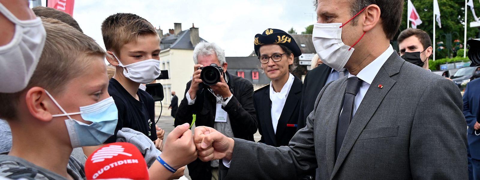 Macron suchte auch am Donnerstag den Kontakt mit der Bevölkerung.
