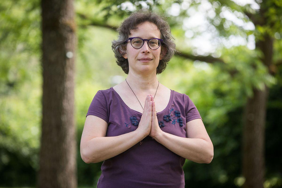 """""""Neuen Schülern empfehle ich, sich eine richtige Yogamatte statt bloß eine Gymnastikmatte zuzulegen"""", sagt die in Luxemburg lebende Belgierin Perla Ghidale, die vor 17 Jahren zum Yoga fand."""