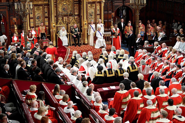 Die Lords lauschen der Ausführungen der Königin. Elizabeth verlas eine Regierungserklärung, die aus der Feder von Premier Boris Johnson stammt.