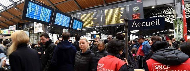 """Cette nouvelle grève, la troisième en deux mois, avait pour but de """"peser"""" sur les négociations en cours sur les conditions de travail des employés de la SNCF."""