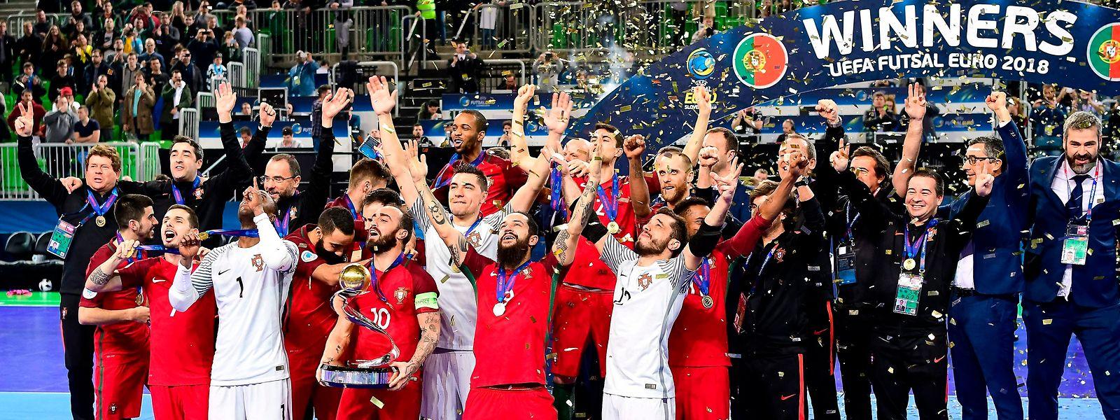Vitória 3-2 frente à Espanha  Portugal campeão da Europa de futsal pela  primeira vez 66bbfdb0f501e