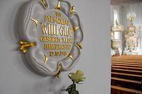 In der Basilika St. Johann erinnert regelmäßig eine frische weiße Rose an Willi Graf.