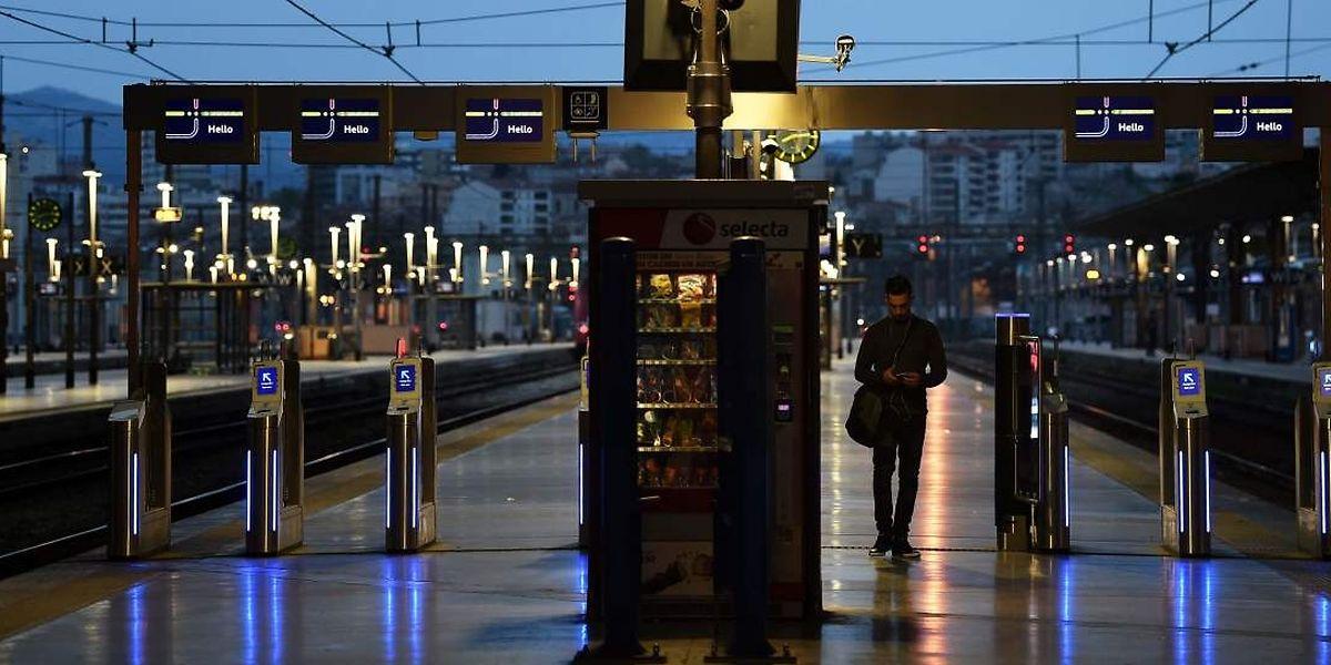 Auch hier am Bahnhof Saint-Charles in Marseille mussten die Reisenden warten.