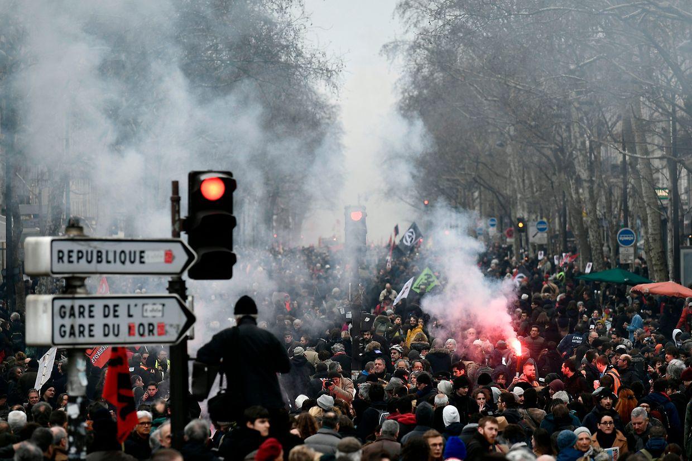 Am Rande der Demonstrationen in Paris und Nantes kam es zu Ausschreitungen