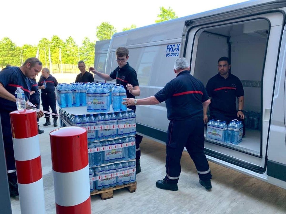 Die Mitarbeiter beschlossen zu Handeln, nachdem mehrere Notrufe aus dem Stau eingegangen waren.
