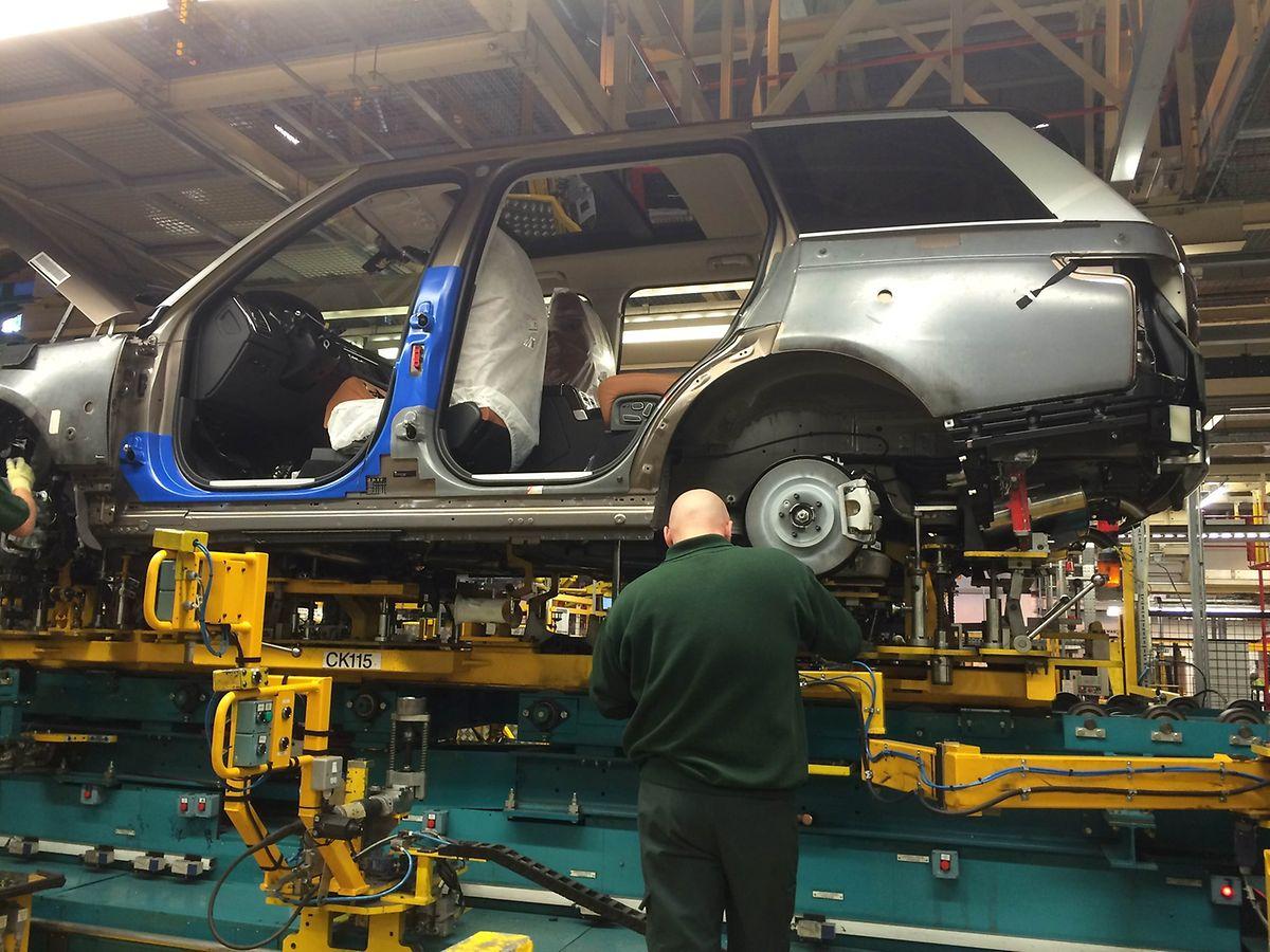 Letztes Jahr wurden 381108 Fahrzeuge der Marke Land Rover (+9 Prozent) verkauft. Im Bild das Modell Range Rover im Werk Solihull.