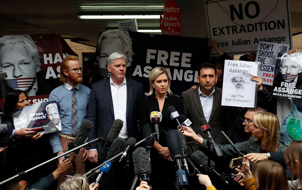 Assanges Anwalt hatte argumentiert, sein Mandant habe sich den Behörden entziehen müssen, da ihn kein fairer Prozess erwarte. Die Angst vor der Auslieferung in die USA habe den Wikileaks-Gründer im Griff gehabt.