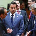 Xavier Bettel com o presidente francês François Hollande e a primeira-ministra britânica Theresa May no Conselho Europeu desta quinta-feira